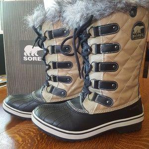 NIB Sorel Tofino Cate Tall Snow Boots